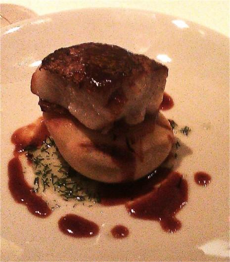 Escalope de foie gras poêlée à cru, pancake aux pleurotes